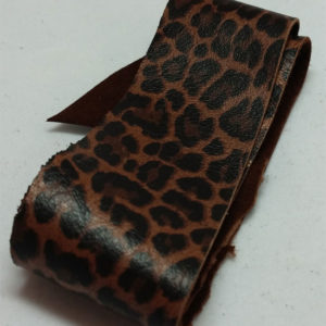 leopard rem av vegetabiliskt garvat renskinn