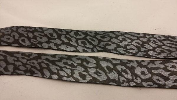 perle leopardino black rem av vegetabiliskt garvat renskinn