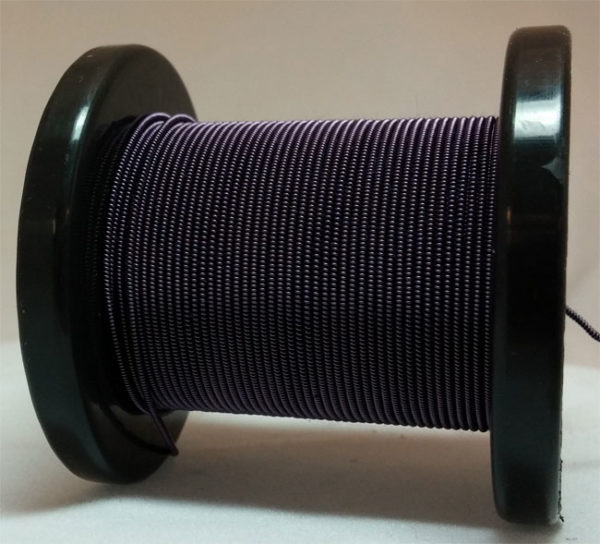 Schwarz-blau selbst gemachter emaillierter und gesponnener Kupferdraht auf Rolle