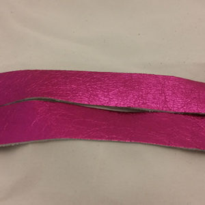 perle fuchsia strap of tanned reindeer hide