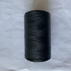 svart falsk sentråd på rulle