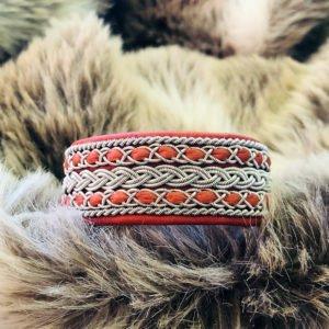armband-isak-smycke-tenntråd-koppartråd-läder-slöjdmaterial